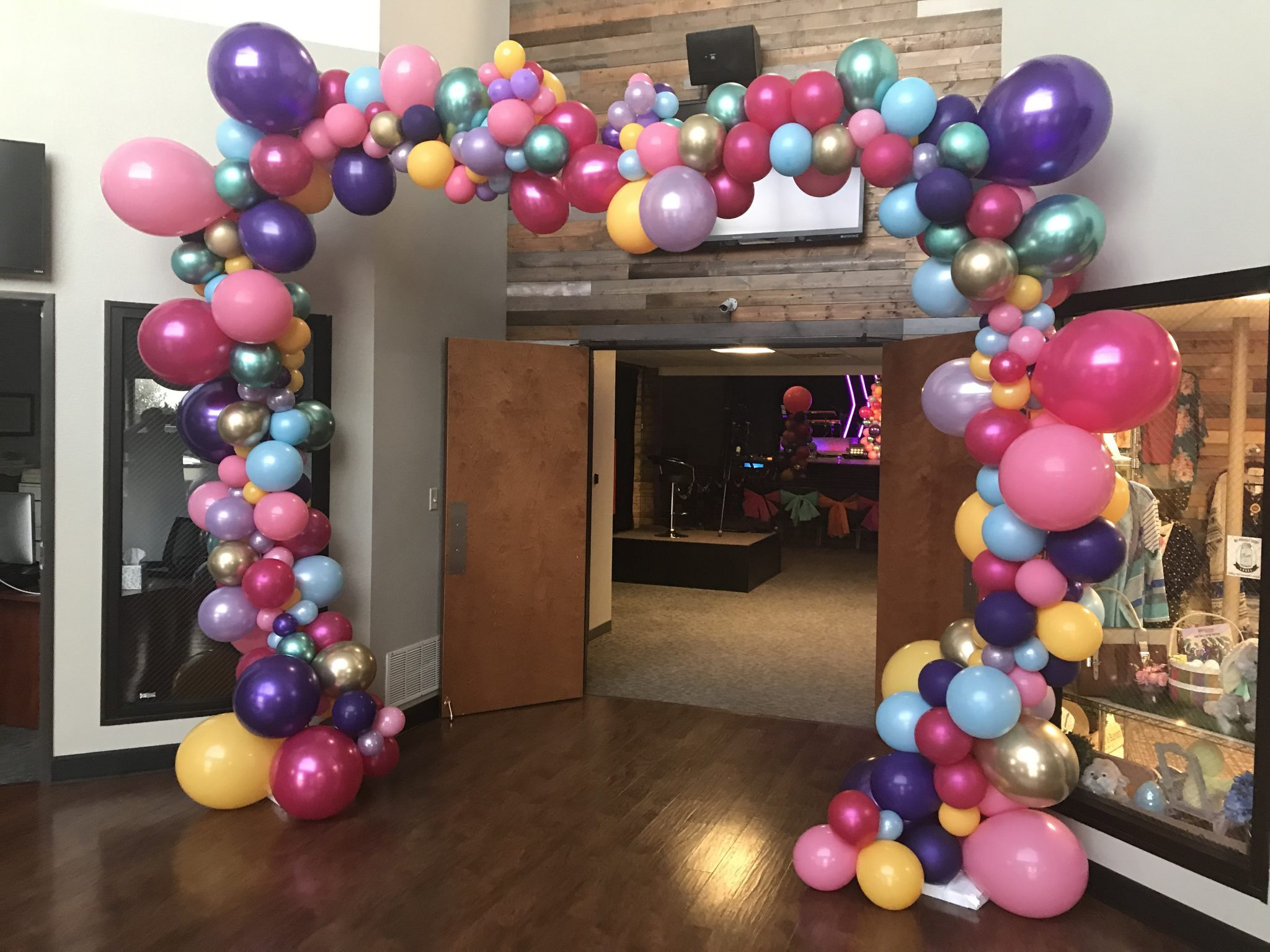 Organic Balloons | Balloons | Balloon Decor